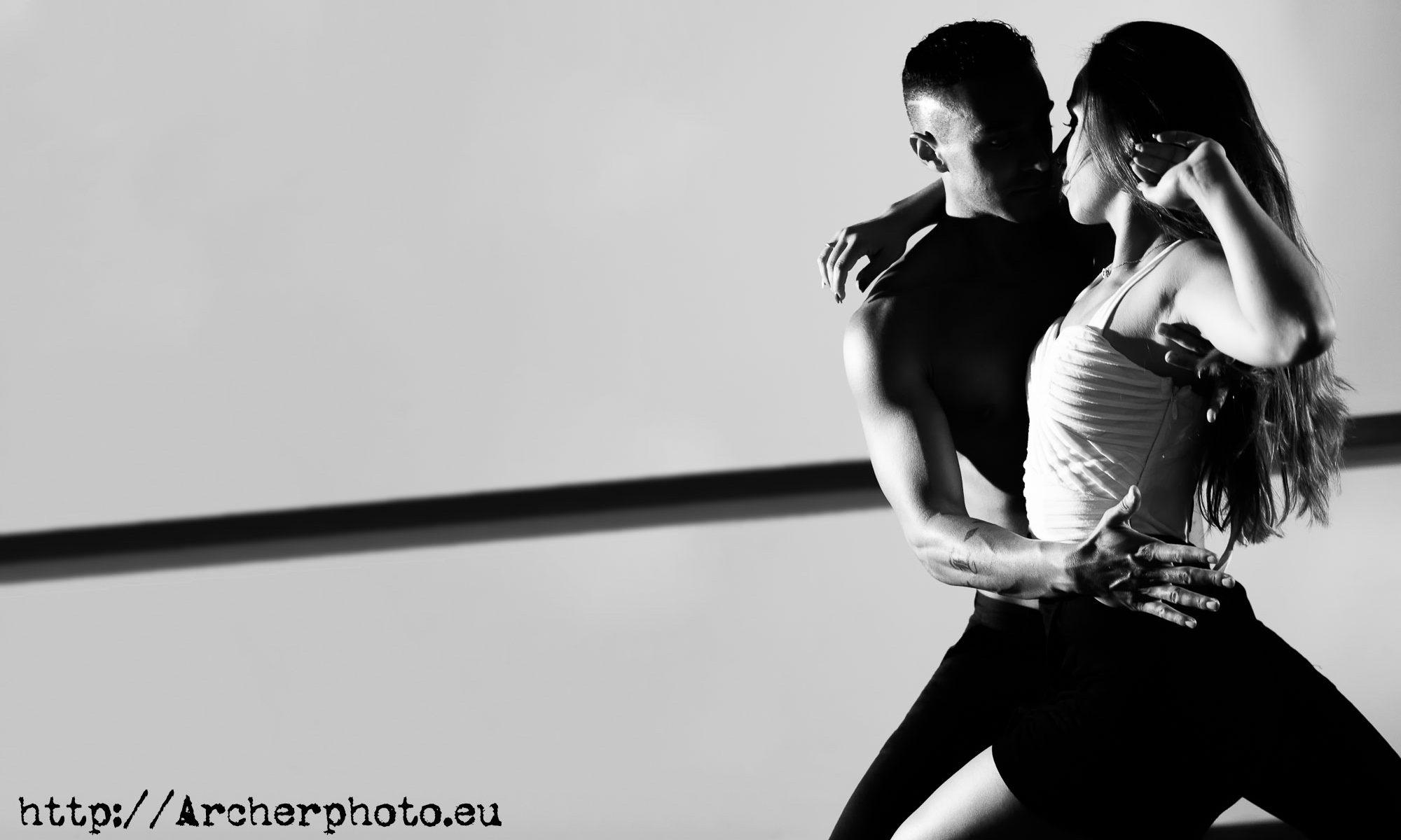Andrea y Leandro bailando bachata
