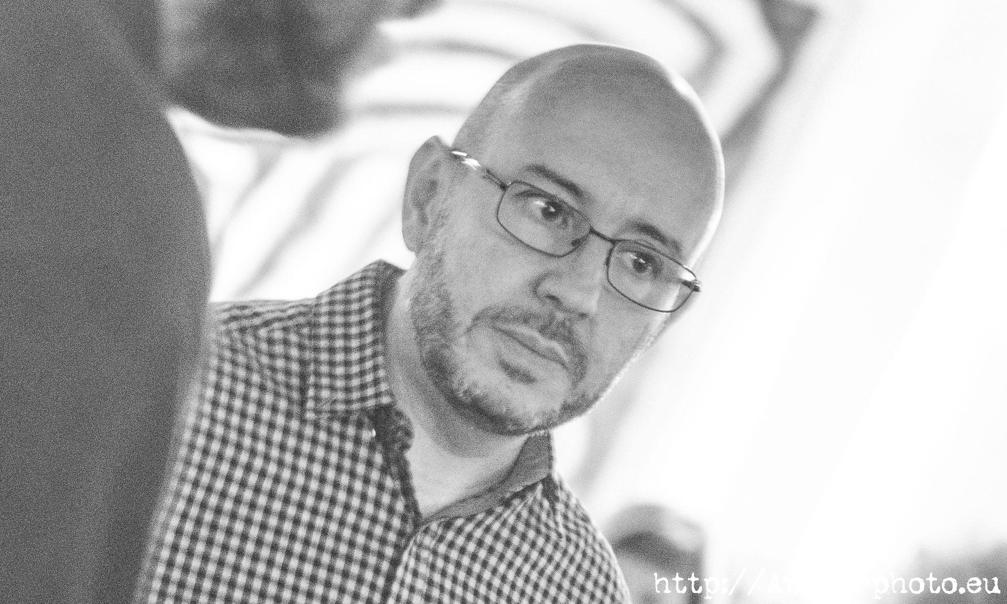 """Ángel Pontones en la presentación de """"Con vistas al mal"""""""