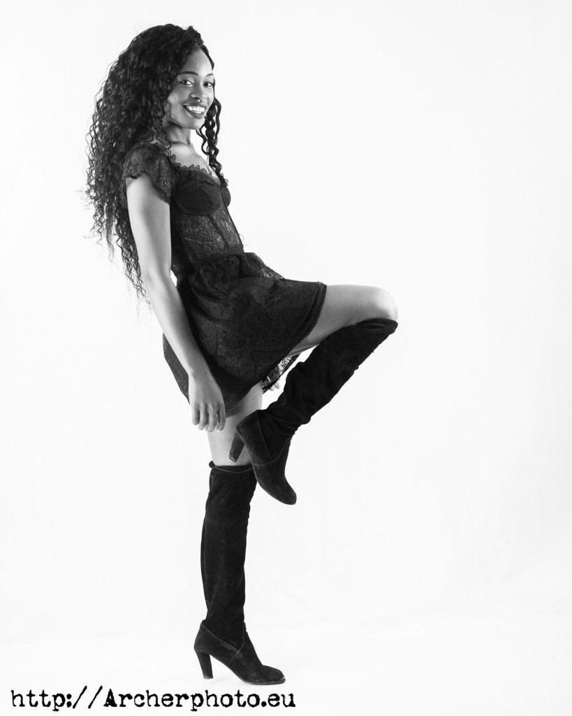 Sesión de fotos en València, 2020 con Bety Cris, imagen en blanco y negro, por Archerphoto fotografos Valencia