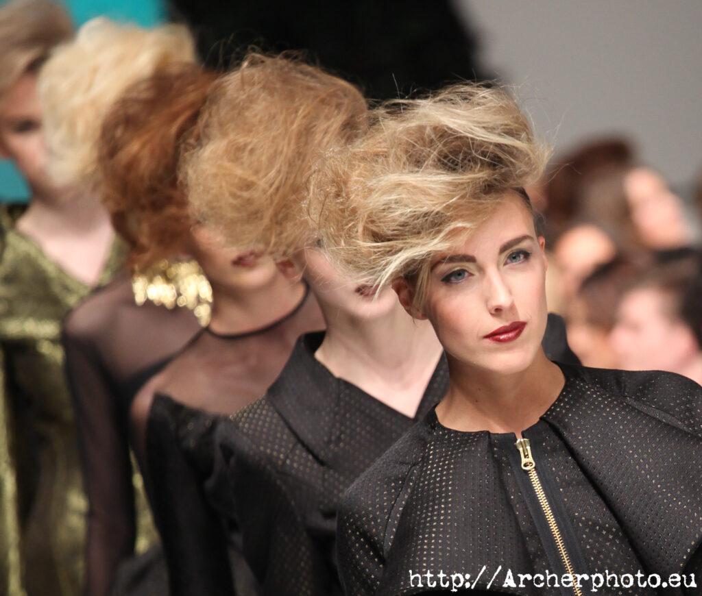 Desfile de moda, imagen para el post aptitudes para modelos de moda y publicidad