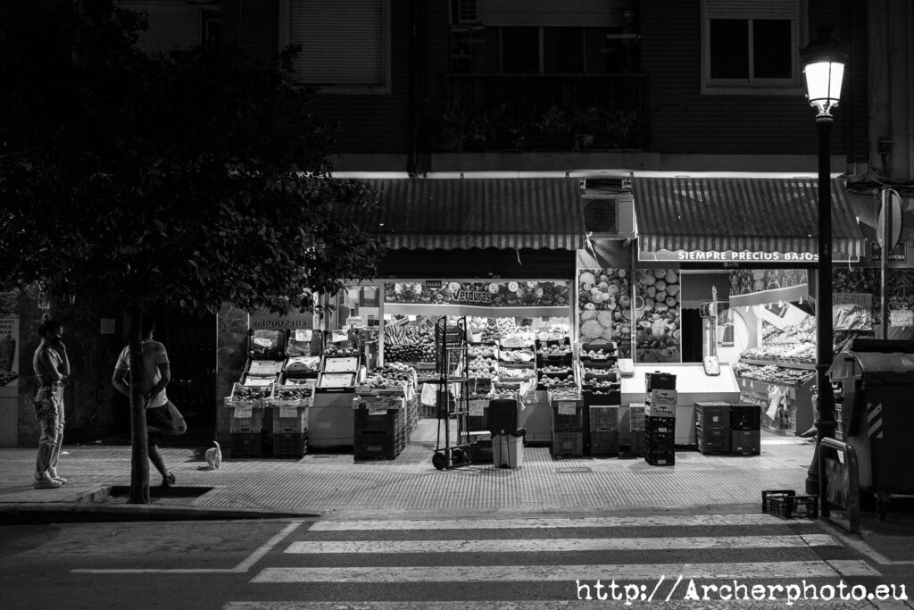 fruterías de noche por Archerphoto fotógrafo profesional València