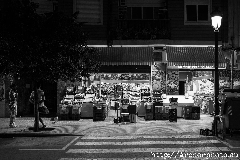Fruterías de noche: 2 fotos y ninguna excusa