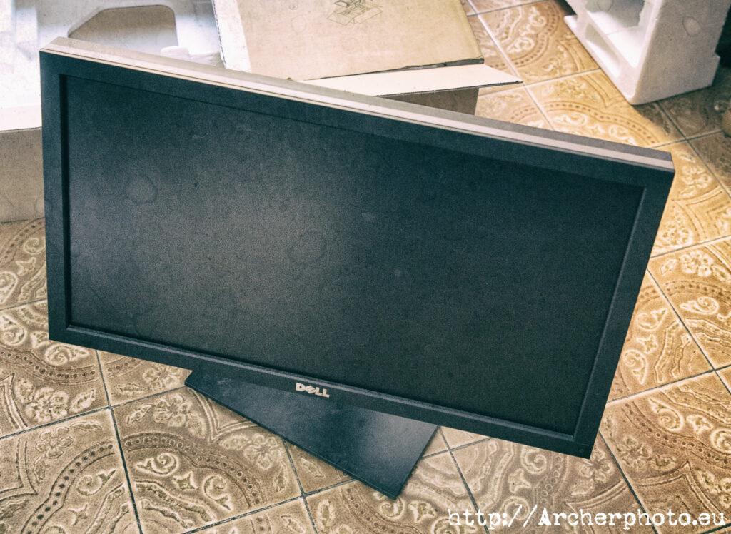 Dell, Gigabyte, dramas personales y excusas. Monitor Dell u2711 Ultrasharp.