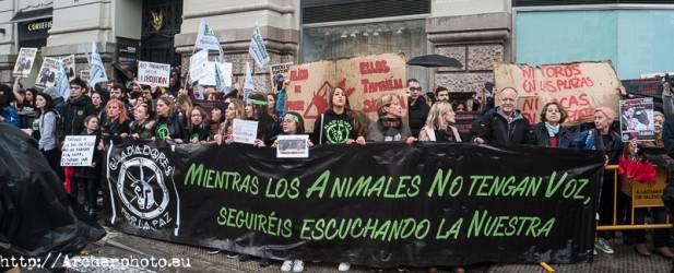 Manifestación antitaurina en Valencia, por Archerphoto, fotógrafo prfesional